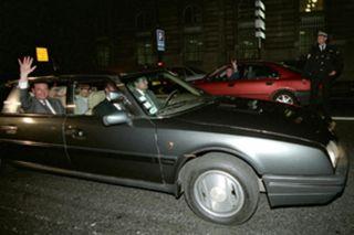 La-parade-triomphale-a-travers-Paris-vue-par-le-chauffeur-de-Chirac_scalewidth_630